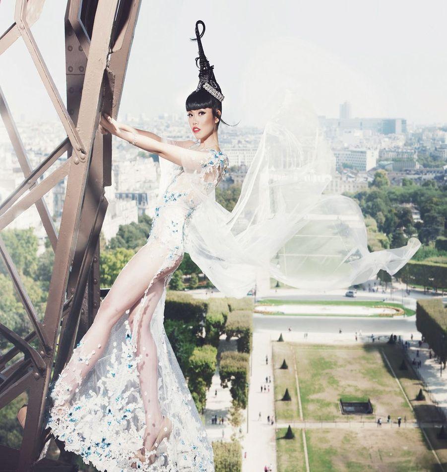 En 2014, juste avant son défilé sur la tour Eiffel. Décoiffant !