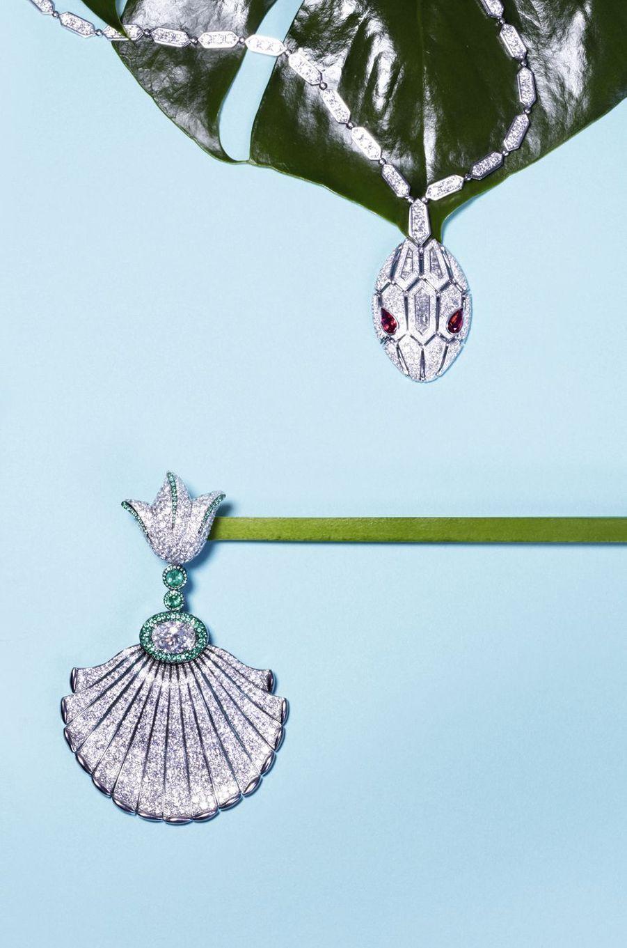 Collier Serpenti, or blanc avec 2 rubis taille poire et pavé diamants.Bulgari.Boucle d'oreille Folies, or gris et titane, diamant blanc ovale, 2 émeraudes rondes, 576 émeraudes, 1 730 diamants blancs. De Grisogono.