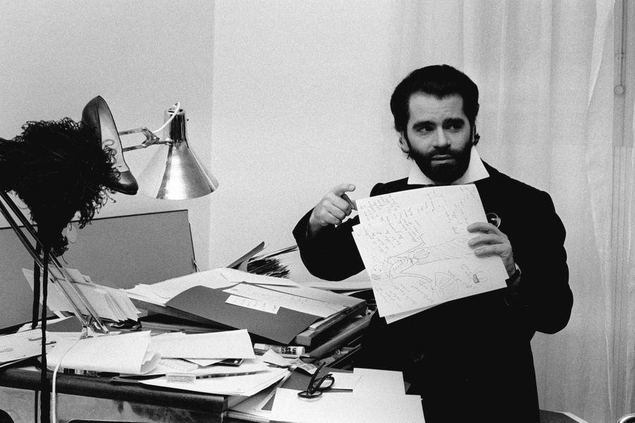 Karl Lagerfeld chez lui en 1973.