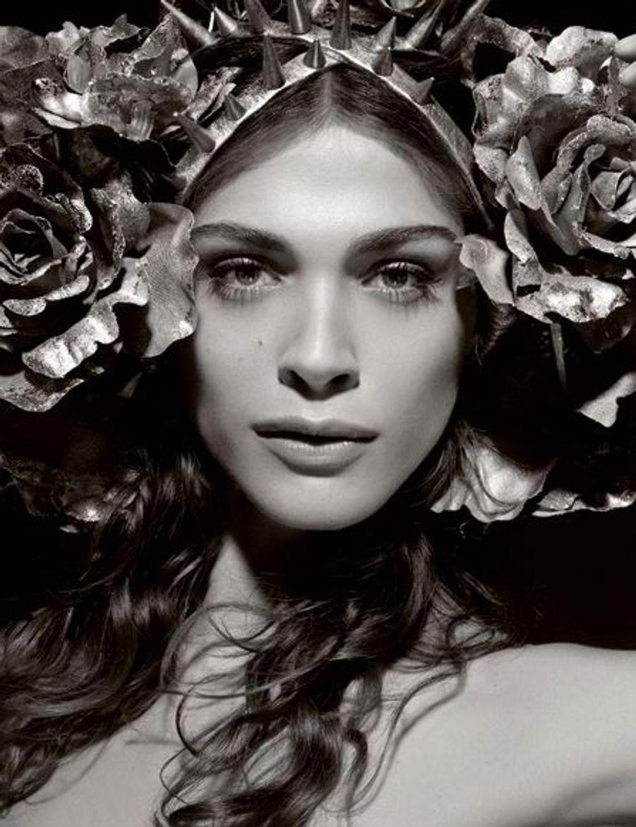 Elisa Sednaoui joue Flora