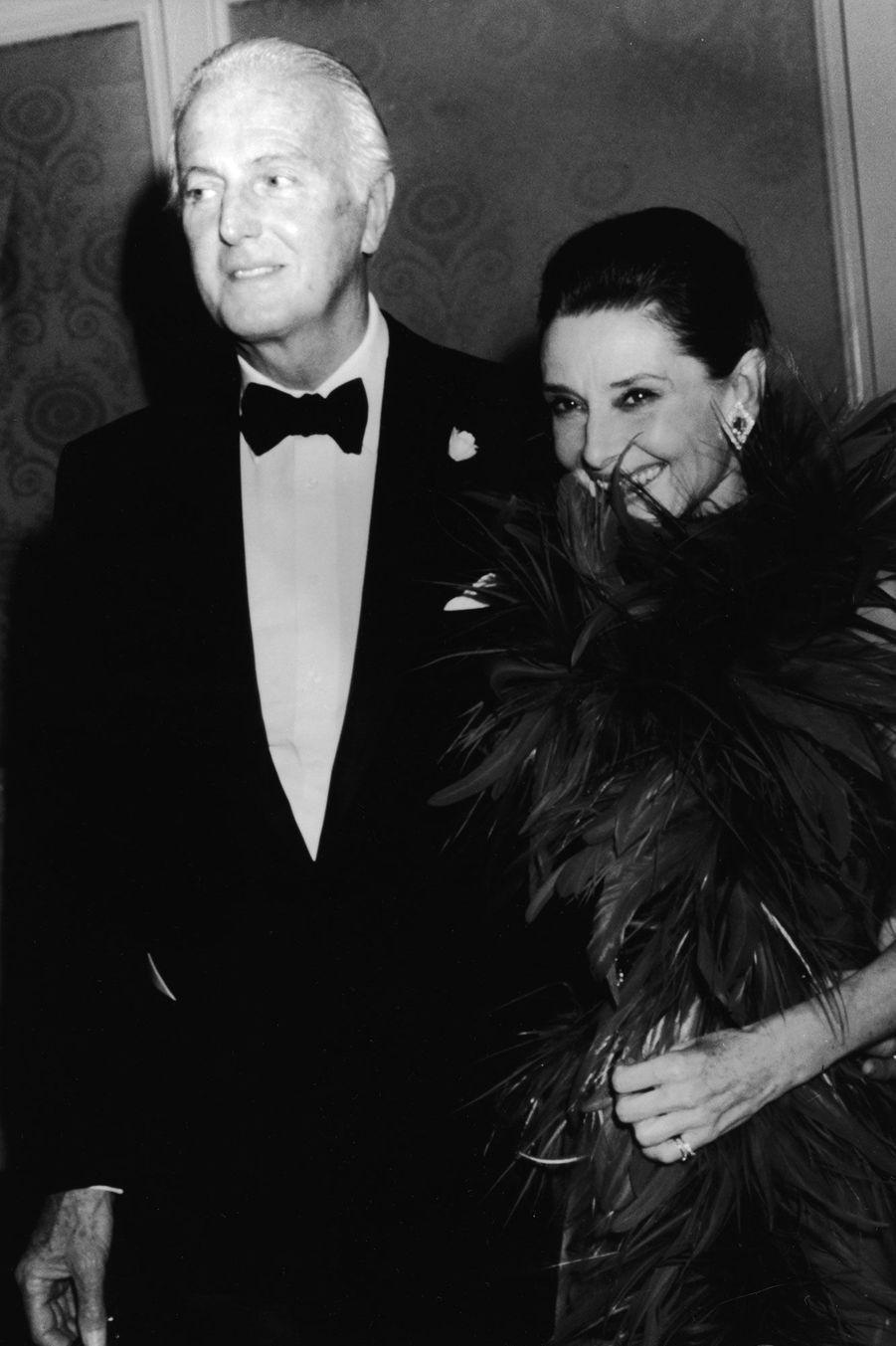 Hubert de Givenchy et Audrey Hepburn en 1988 à Beverly Hills