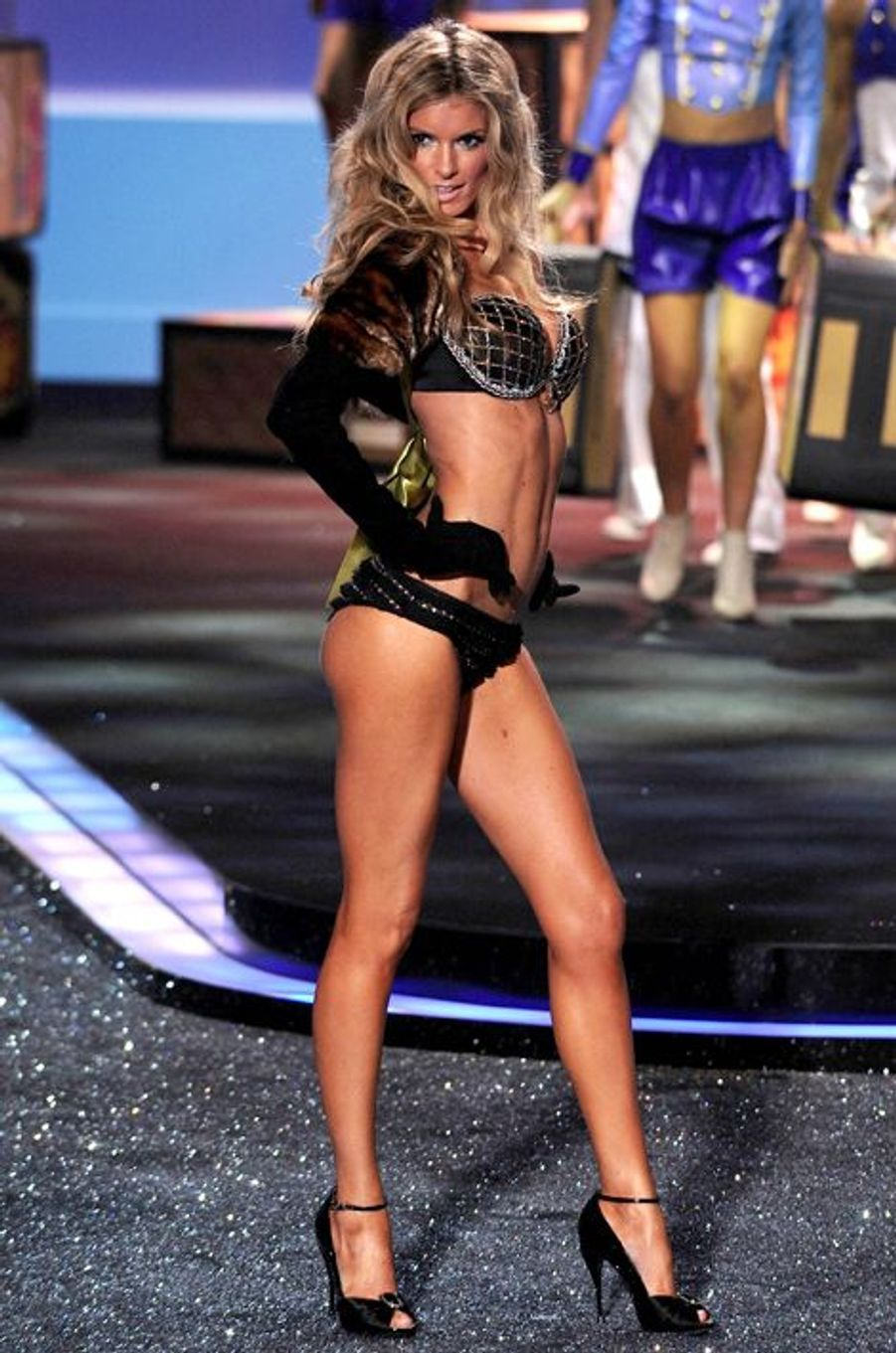 "Marisa Miller en 2009 : un ""Harlequin Fantasy Bra"" estimé à 3 millions de dollars"