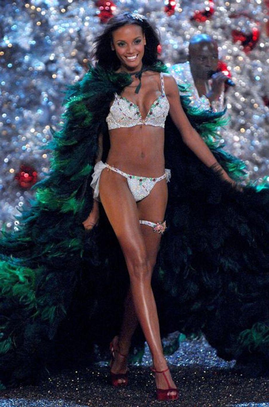 "Selita Ebanks en 2007 : un ""Holiday Fantasy Bra"" estimé à 4,5 millions de dollars"