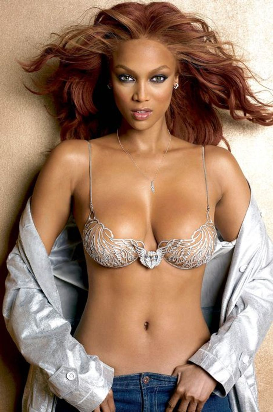 "Tyra Banks en 2004 : un ""Heavenly ""70"" Fantasy Bra"" estimé à 10 millions de dollars"
