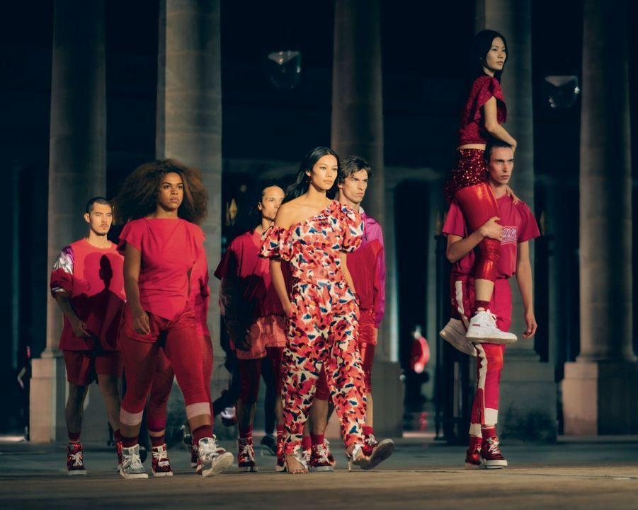 Isabel Marant Antidote à la morosité du confinement : avec le collectif (La)Horde, la danse entre en scène au Palais-Royal.