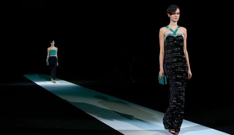 Giorgio Armani a présenté lors de la Fashion week de Milan sa nouvelle collection prêt-à-porter printemps-été 2013. Le créateur italien a une fois encore fait preuve d'une inventivité à toute épreuve à l'aide d'imprimés rappelant l'espace et de couleurs faisant envier l'été déjà fini. Retour en images sur le défilé.
