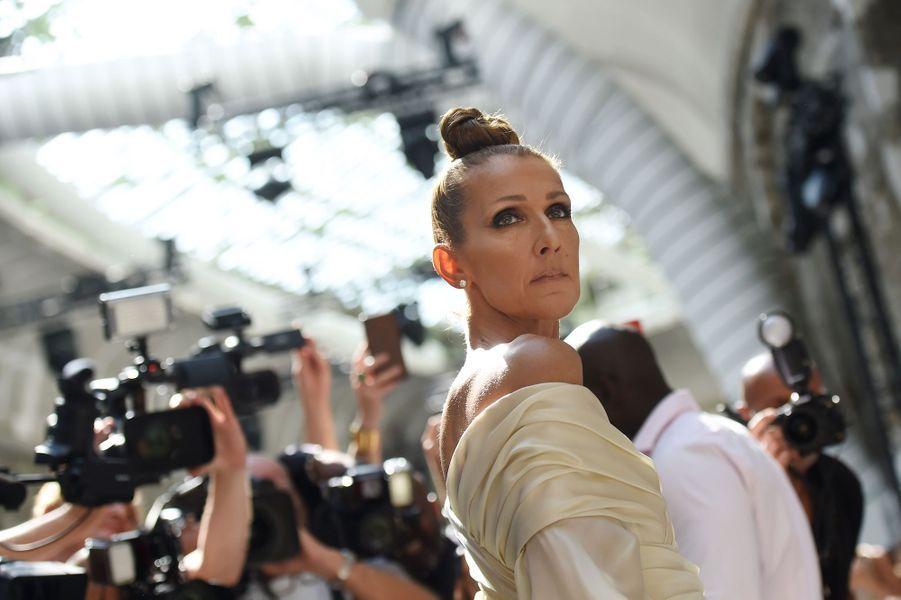 Céline Dion, angélique, au défilé Alexandre Vauthier.