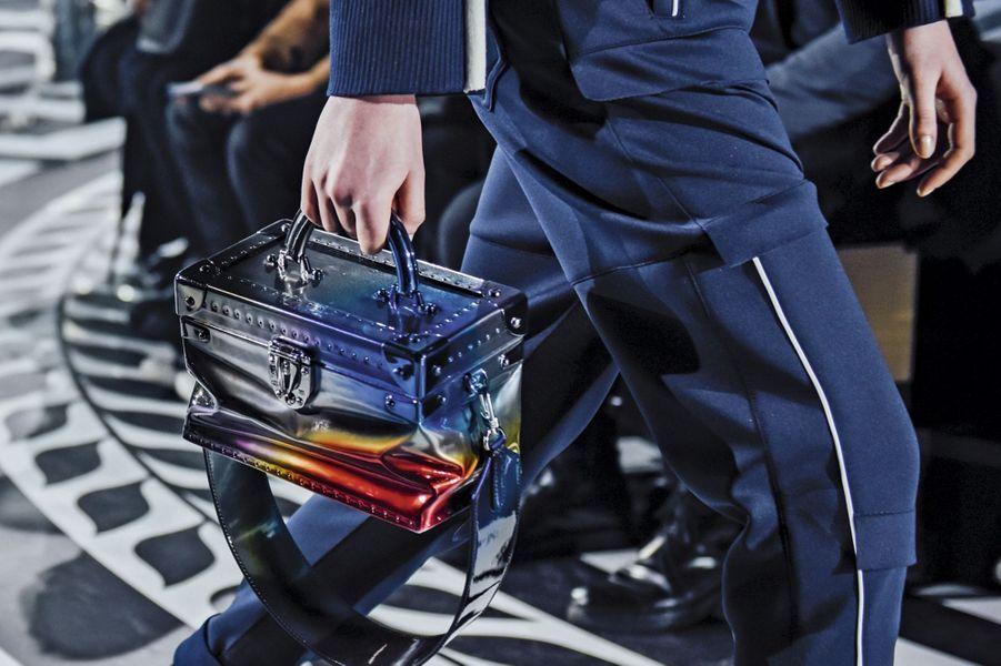 Un sac aux allures de vanity-case pour le maroquinier du voyage.
