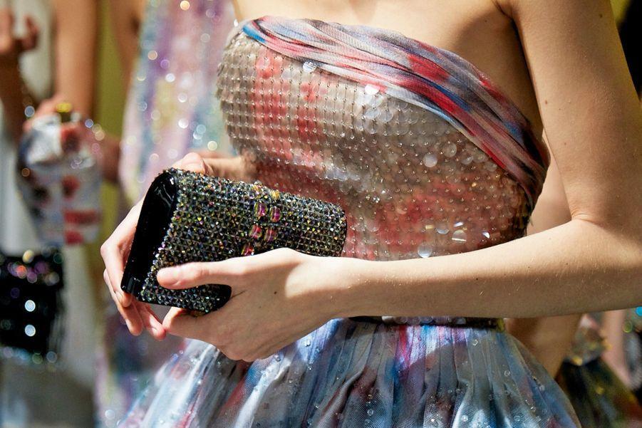 Armani: Collection « Nuage » : bustier en satin de soie aquarelle brodée de paillettes et cristaux, jupe en satin de soie imprimée aquarelle.