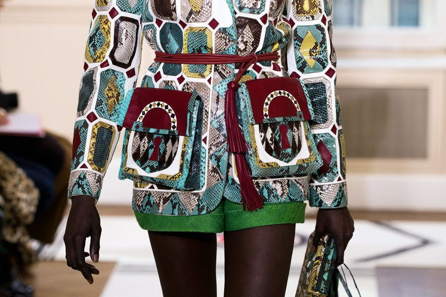 Schiaparelli: Limbes de Nubie : veste de marqueterie de python et lézard naturel, turquoise et malachite.