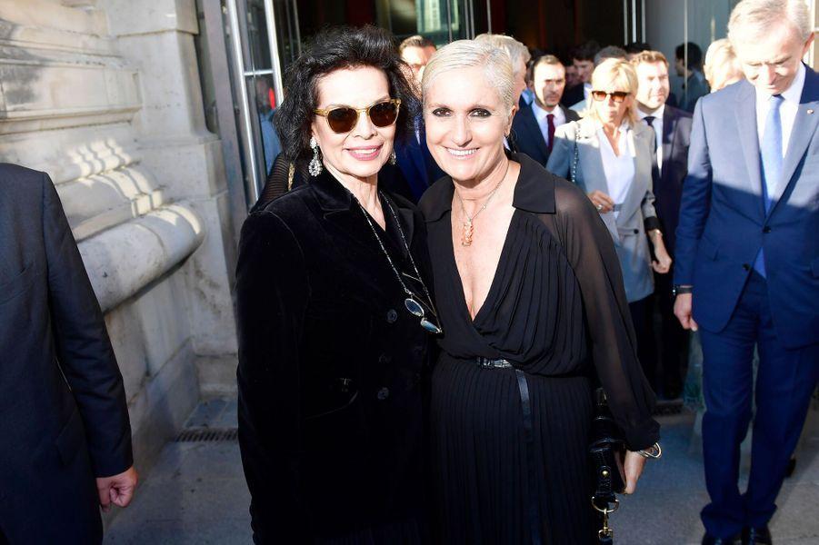 Bianca Jagger et Maria Grazia Chiuri à l'inauguration de l'exposition Dior.