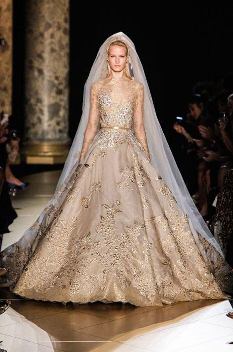 Collection automne hiver 2012- 2013. Pour cette robe, le styliste libanais s'est inspiré de l'empire Byzantin.