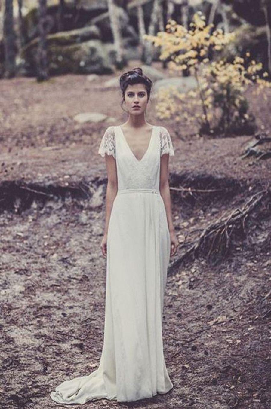 Créée en 2011, la marque Laure de Sagazan impose rapidement ses silhouettes faussement désinvoltes dans le paysage de la robe de mariée. Des allures sobres, floues, dont l'élégance est soulignée de poésie.