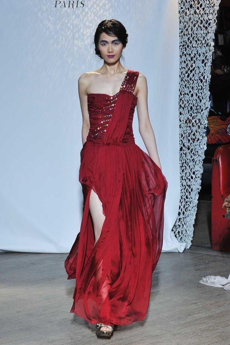 Robe rouge à la grecque