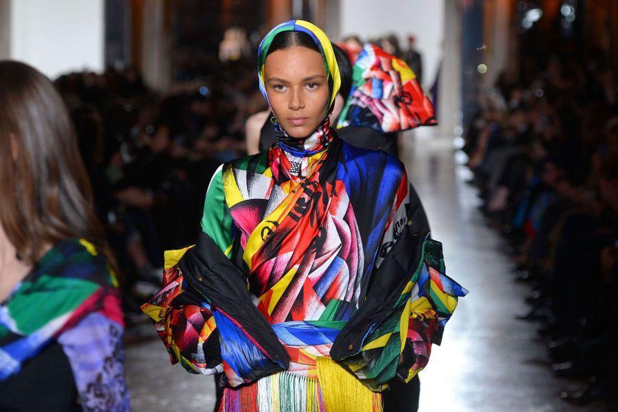 Sublimes couleurs au défilé Versace à Milan