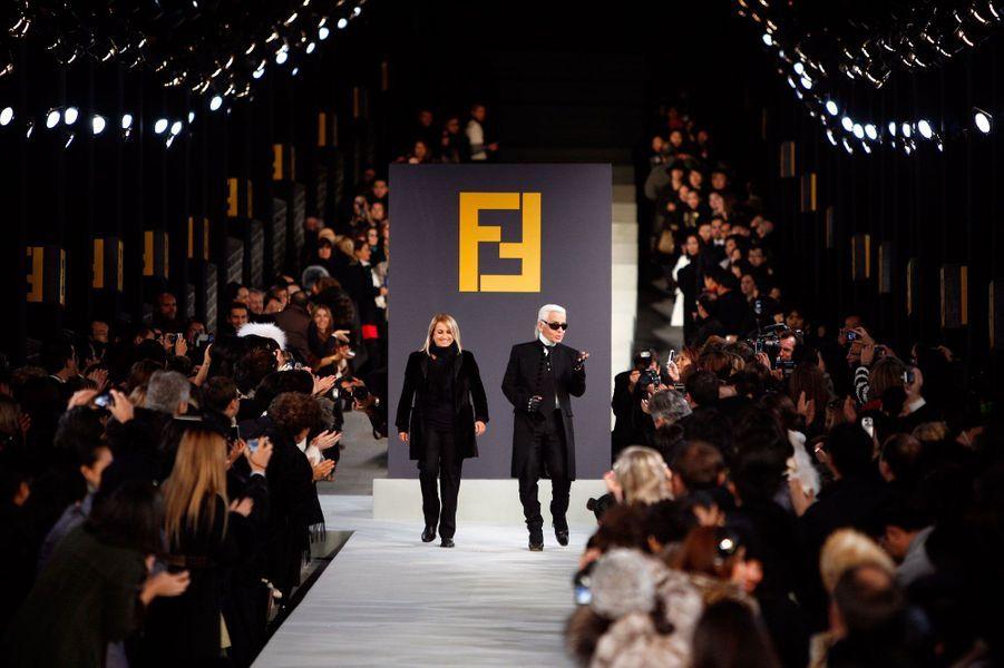 Karl Lagerfeld et Silvia Venturini Fendi sur la Muraille de Chine pour Fendi, octobre 2007.