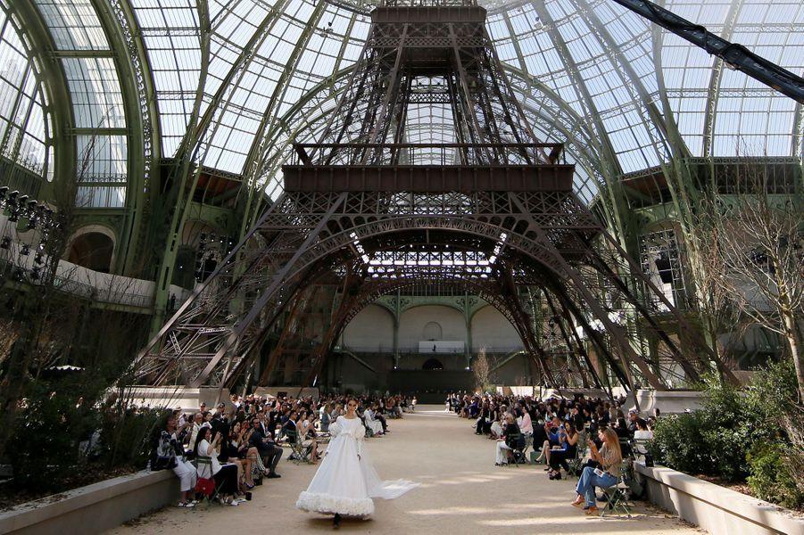 La Dame de Fer s'invite dans le Grand Palais, juillet 2017.