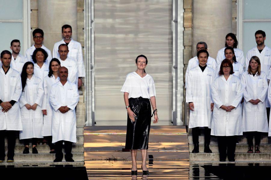 La directrice artistique Clare Waight Keller, au défilé Givenchy le1er juillet 2018.