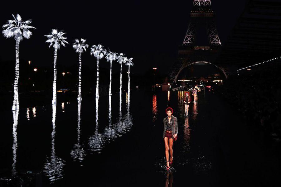 Présentation de la collection Prêt-à-porter printemps-été 2019 Yves Saint-Laurent au pied de la Tour Eiffel, le 26 septembre 2018.