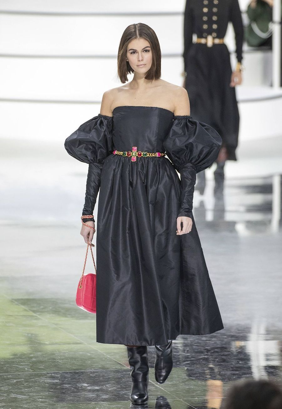 Kaia Gerber défile pour la collectionprêt-à-porter automne-hiver 2020-21 de Chanel au GrandPalais le 3 mars 2020.