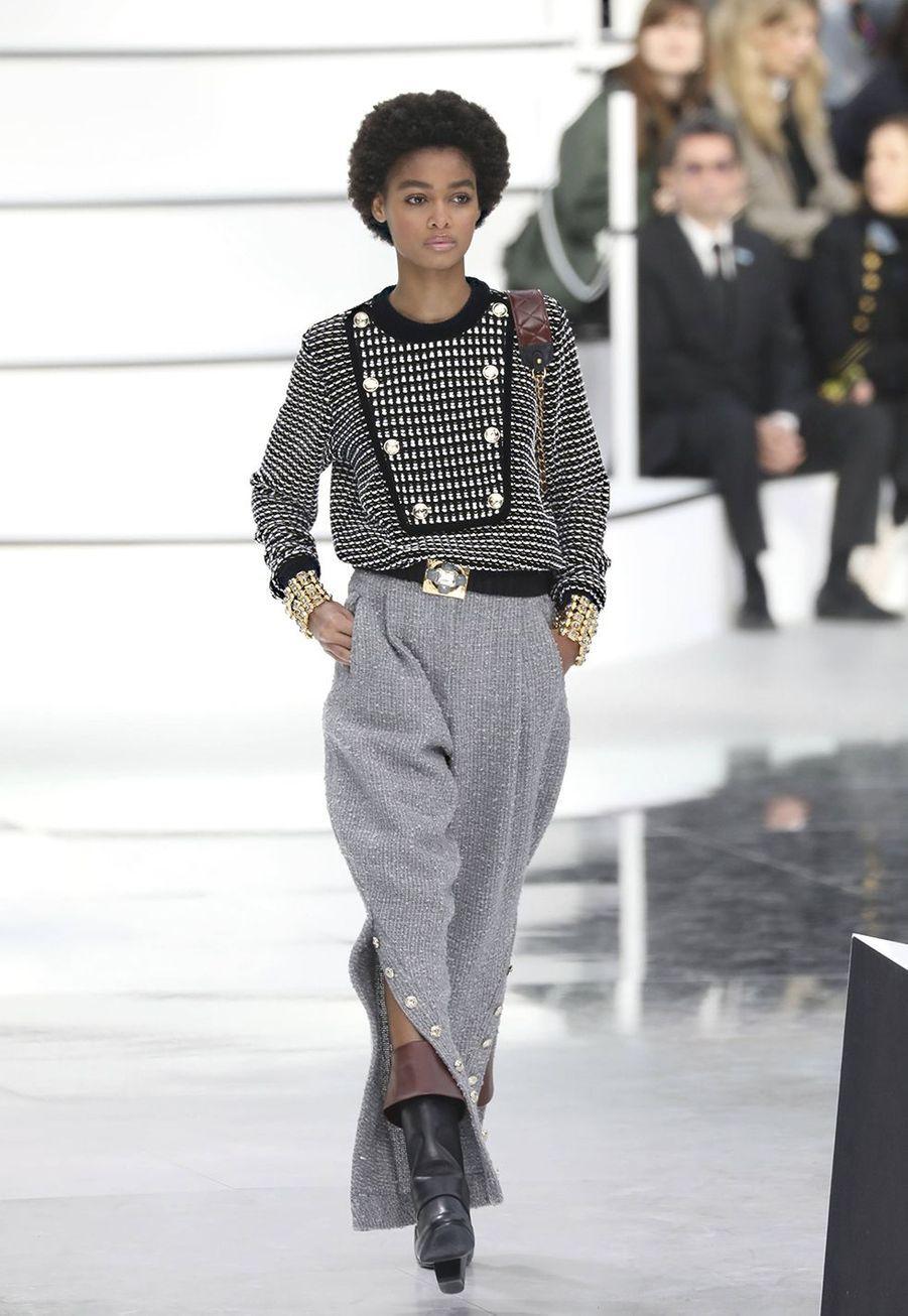 Virginie Viardprésente sa collectionprêt-à-porter automne-hiver 2020-21 pour Chanel au GrandPalais le 3 mars 2020.