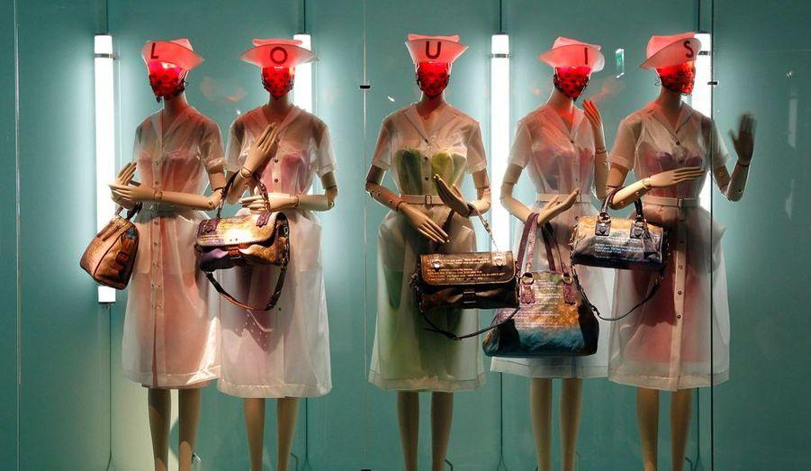 Du 9 mars au 16 septembre 2012, le musée Les Arts Décoratifs – Mode et textile de Paris, rue de Rivoli rend hommage à Louis Vuitton et à Marc Jacobs, son directeur artistique.