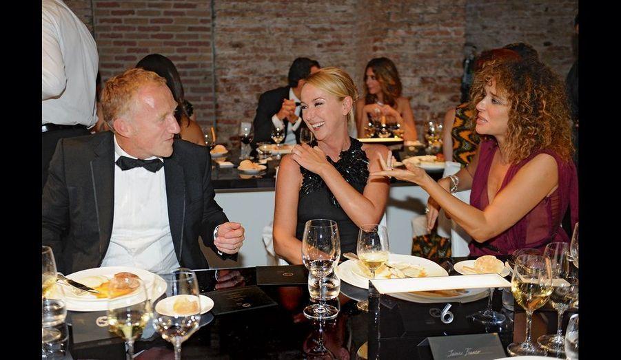 François-Henri Pinault, Frida Giannini, organisatrice de la soirée au Cipriani, et l'actrice Valeria Golino.