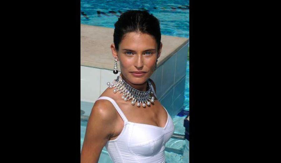Le top italien Bianca Balti pose lors d'une séance photos à l'hôtel Martinez à Cannes, alors que le bijoutier De Grisogono l'a annoncé comme sa nouvelle égérie.