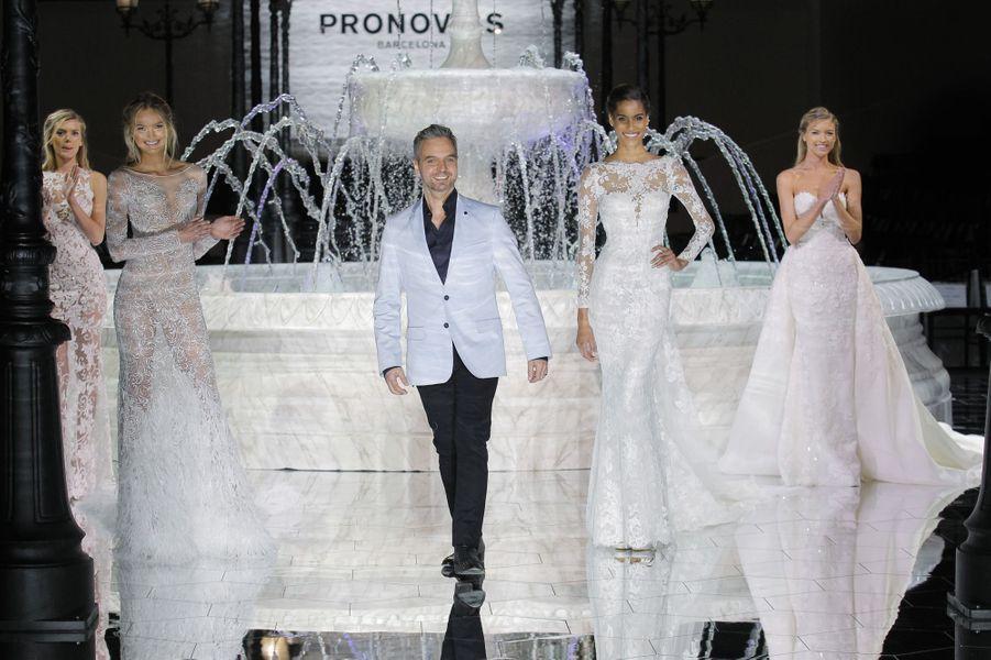 Hervé Moreau audéfilé de la collectionAtelier Pronovias 2018.