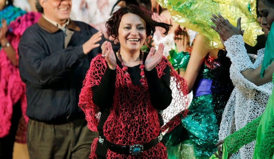 Marion Macedo applaudit les mannequins