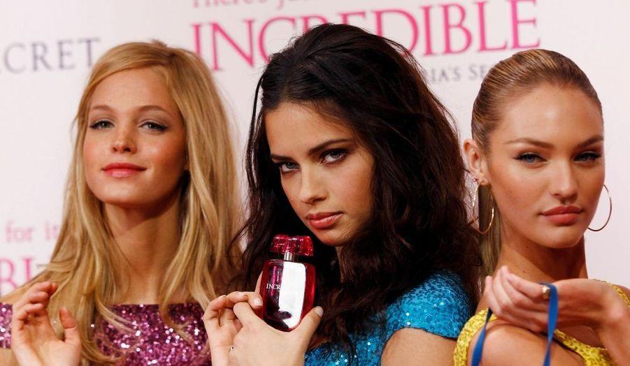 Erin Heatherton, Adrian Lima et Candice Swanepoe ont présenté le nouveau parfum de Victoria's Secret.
