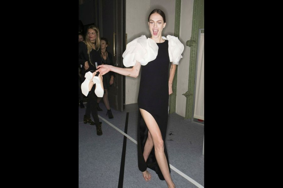 Carven Un jeu de fronces pour une Parisienne tout en fraîcheur, par le Suisse Serge Ruffieux, ex-codirecteur artistique de Dior.