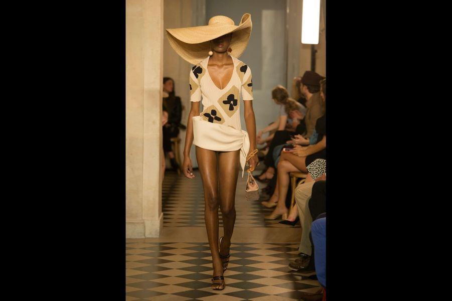Jacquemus Graphique et audacieux, un top en coton inspiré de Matisse, comme toute la collection présentée par le jeune créateur provençal.