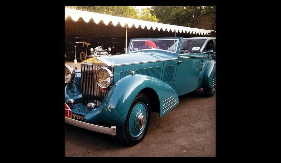 Les 200 invités ont été conduits à leur hôtel dans des voitures de collection. Ici une Rolls-Royce.