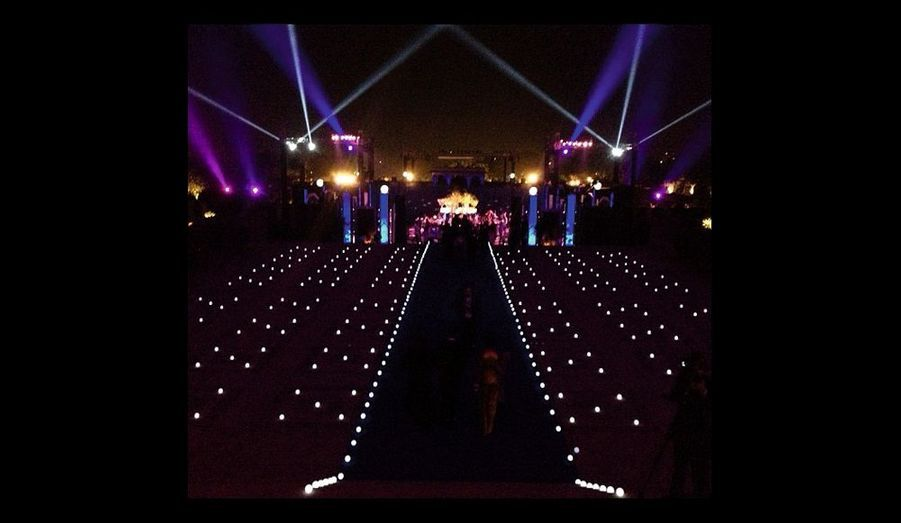 Des jeux de lumière ont ajouté une note « Star Wars » à la fête.