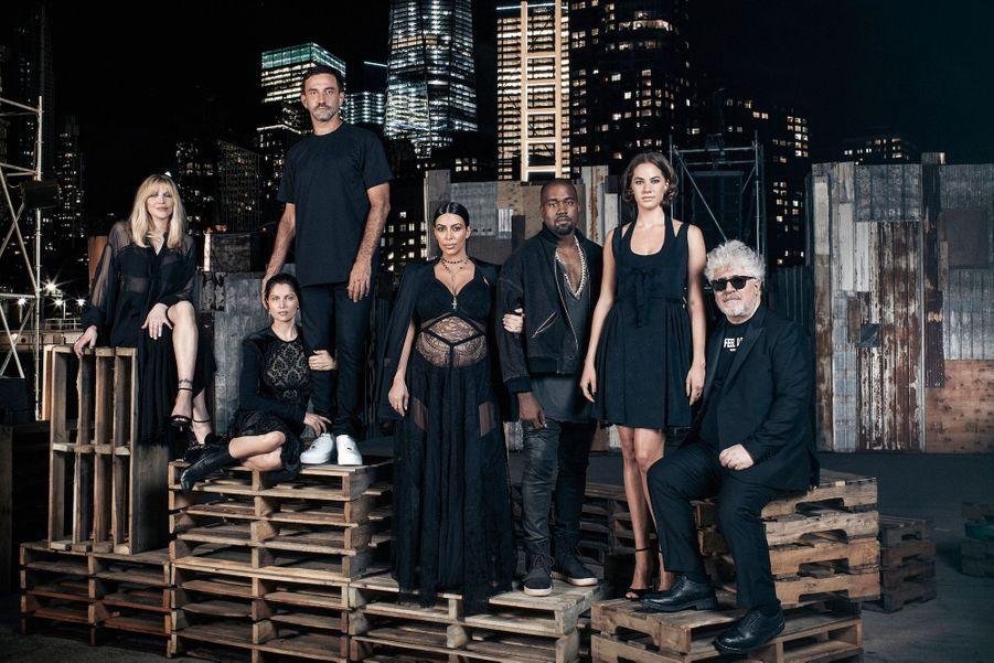 """Sur la jetée 26 de l'Hudson River Park, le designer et son « clan"""": Courtney Love, Laetitia Casta, Kim Kardashian, Kanye West, Emma Ferrer, peti..."""