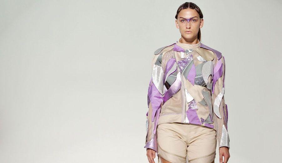 Le collectif threeASFOUR propose une nouvelle ligne futuriste toute en couleur.