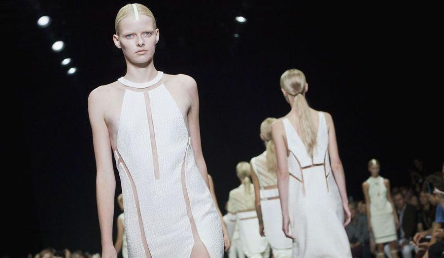 Le côté décalé du créateur Alexander Wang se retrouve une nouvelle fois dans la collection printemps/été 2013.