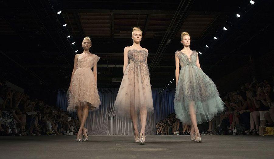 Du 6 au 13 septembre a lieu la Fashion Week de New York, l'occasion pour les créateurs de présenter leur collection de prêt-à-porter printemps/été 2013. Ces trois mannequins défilent chacune dans une robe de l'américain Christian Siriano.