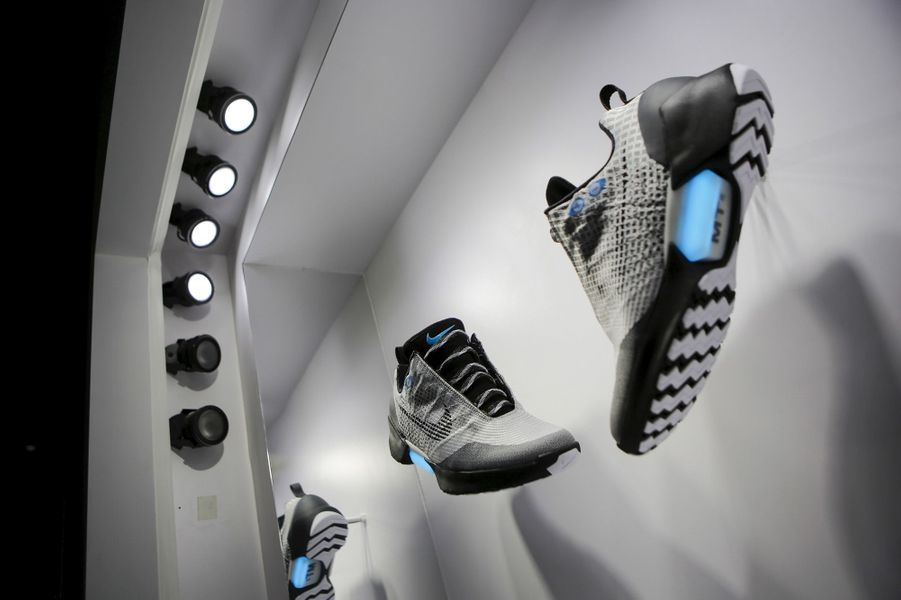 Nike présente sa chaussure autolaçante