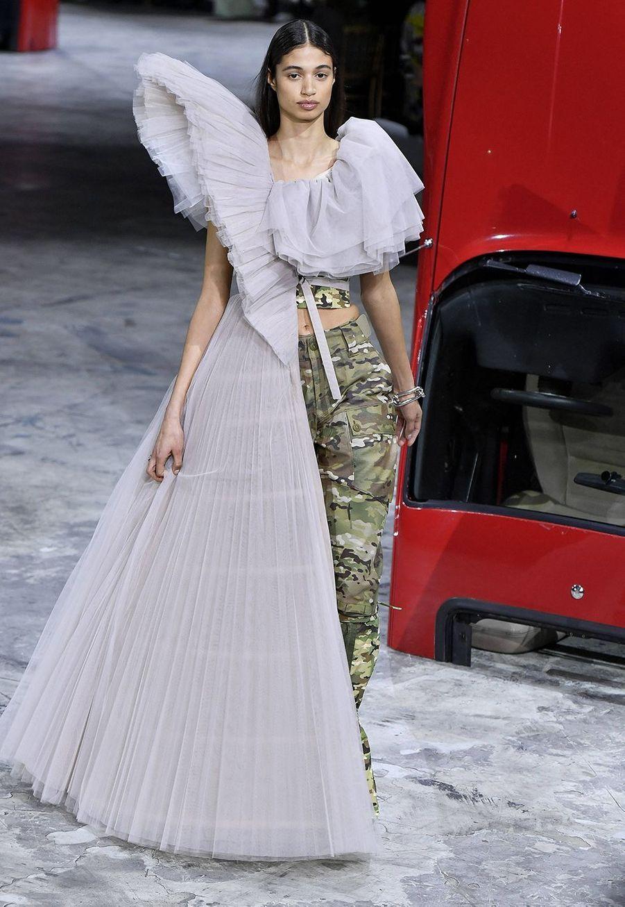 Virgil Abloh a présenté sa collection prêt-à-porter automne-hiver 2020-2021 pour sa marque Off-White à Bercy le 27 février 2020.