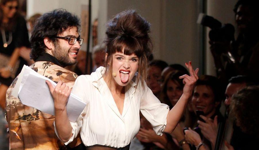 L'ex Miss Météo de Canal + a joué les présentatrices d'un soir pour le couturier aussi déjanté qu'elle.