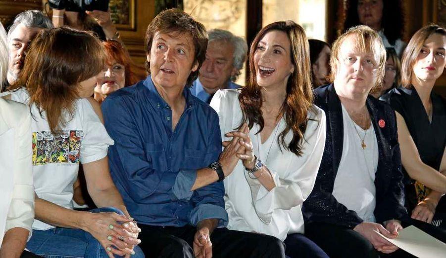 Paul McCartney et sa fiancée Nancy Shevell n'auraient manqué pour rien au monde le défilé de Stella.