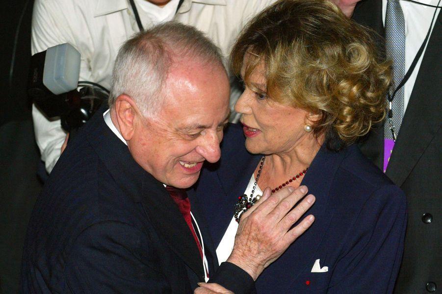 Pierre Bergé et Jeanne Moreau,avant la présentation de la toute dernière collection de mode Yves Saint-Laurent .