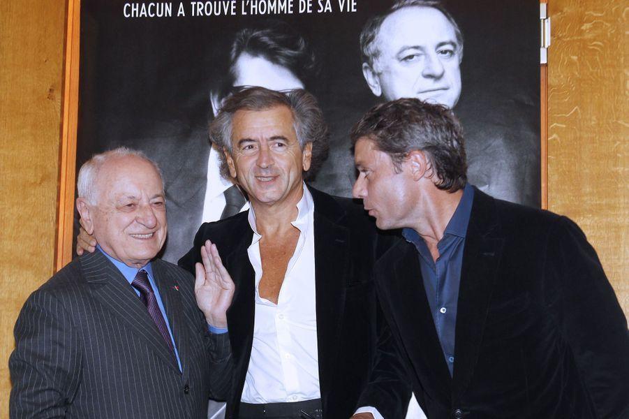 Pierre Bergé en compagnie de Bernard Henri-Levy et Pierre Thorreton à l'occasion de la première du documentaire «Yves Saint Laurent - Pierre Berge, l'amour fou» en septembre 2010.