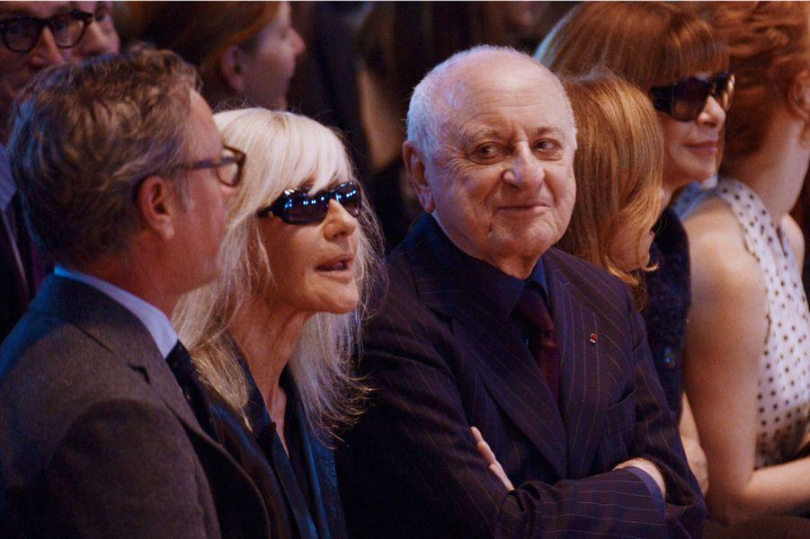 Pierre Bergé et Anna Wintour (à droite) en octobre 2012 à Paris pour la collection de prêt-à-porter printemps été 2013.