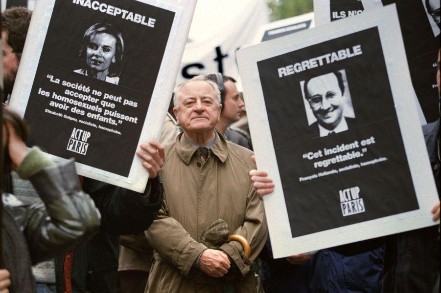 Lors d'une manifestation pour le Pacs, en octobre 1998.