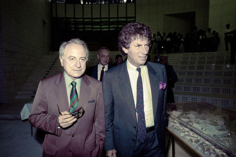 Pierre Bergé et Jack Lang visitent l'Opéra Bastille en août 1988.