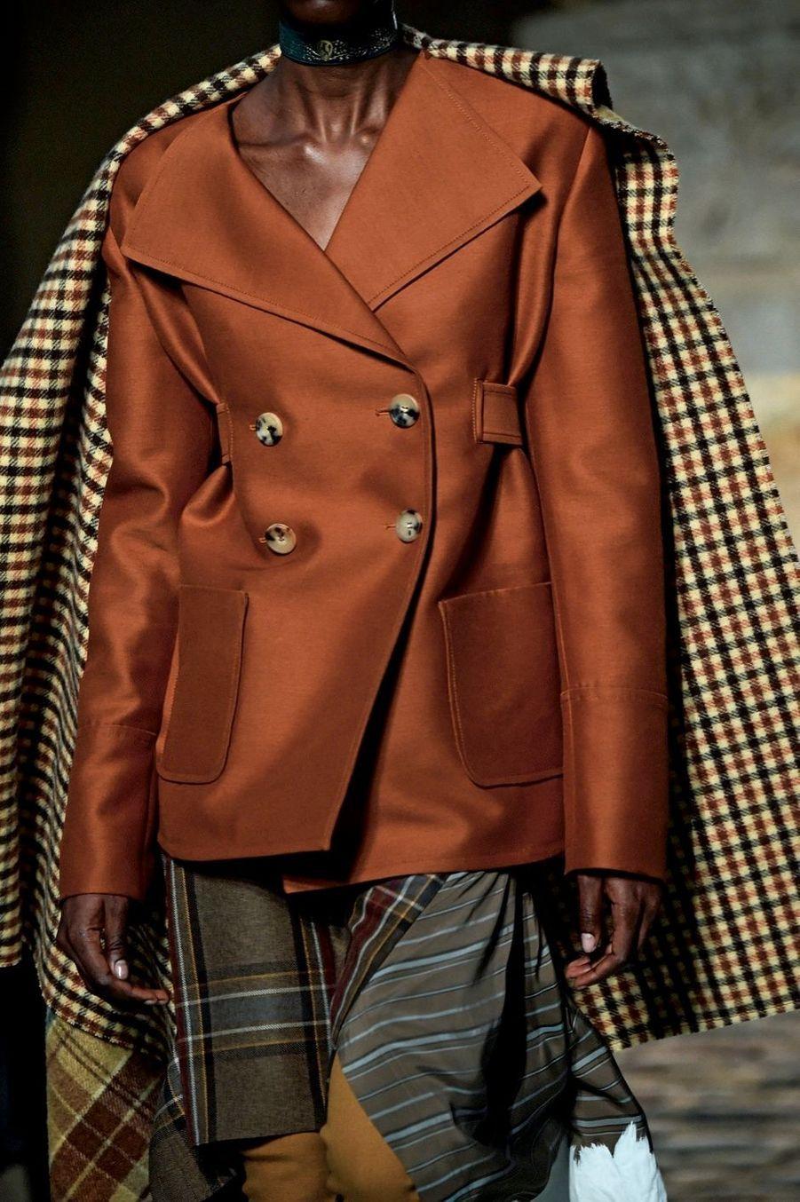 Lanvin: A 31 ans, Bruno Sialelli rend hommage à Jeanne Lanvin, fondatrice de la plus ancienne maison de mode française.