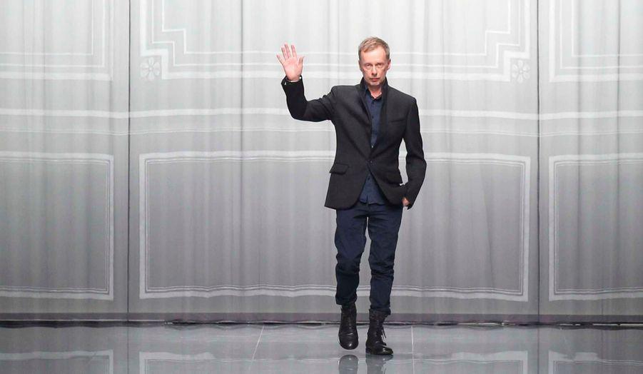 L'ancien assistant de Galliano –qui a par ailleurs assuré l'intérim chez Dior avant la nomination de Simons- lui a succédé lorsqu'il a été remercié de sa propre marque, emporté dans la tempête.